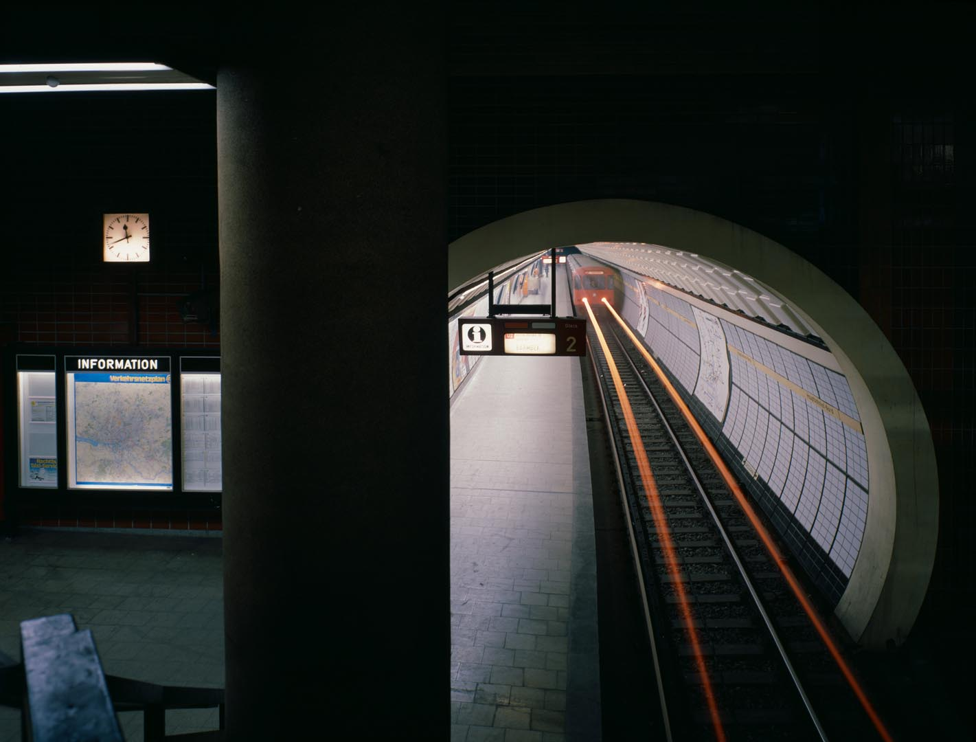 37KF961-106.jpg